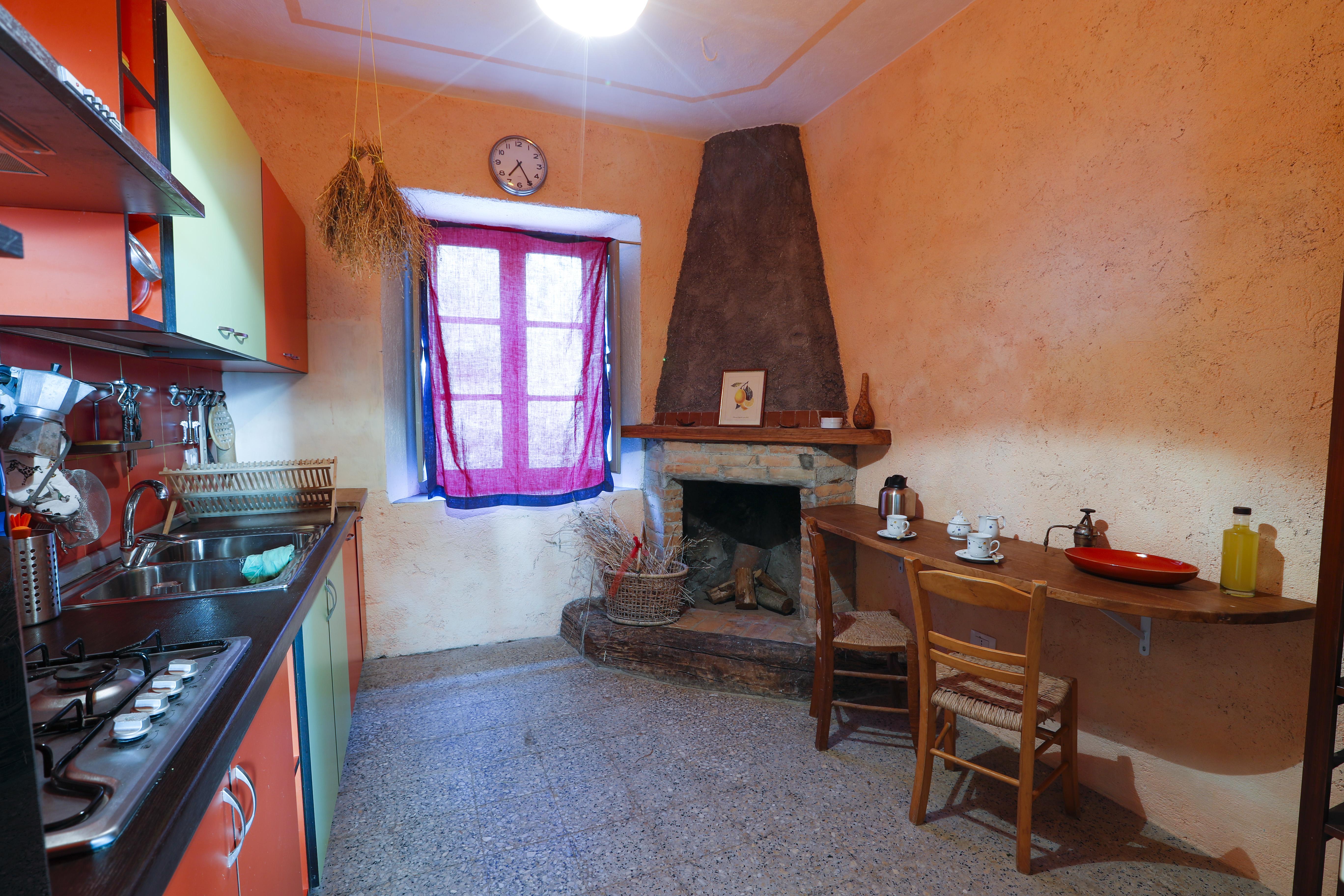 Camera e Colazione - Cucina - piano inferiore